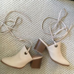 NUDE HEELED LACE UP MULES